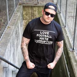 Männersport T-Shirt Love Football Hate Corruption schwarz/weiß